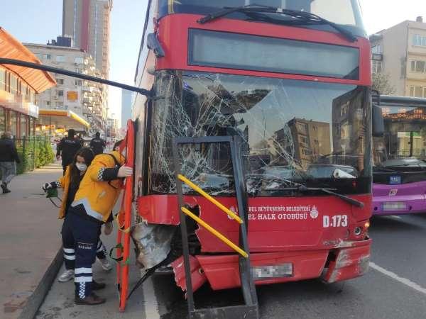 Beşiktaşta 1 yolcunun hayatını kaybettiği, 1 yolcunun ise yaralandığı İETT otobüsü kazası kameralara yansıdı.