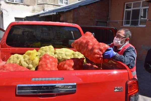 Sinopta ihtiyaç sahiplerine patates-soğan dağıtılıyor