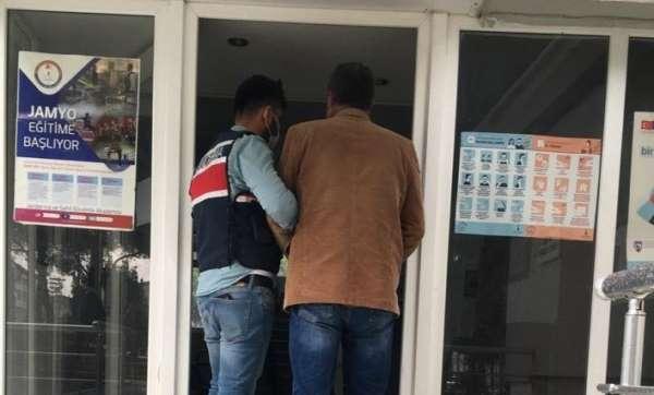 Terör örgütüne üye olma suçundan aranıyordu, İzmirde yakalandı