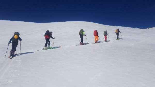 Van Gölü Havzasındaki dağlarda kayak keyfi