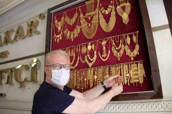 Mardin'de korona virüs hem kuyumcuları hem de evlenecek çiftleri vurdu