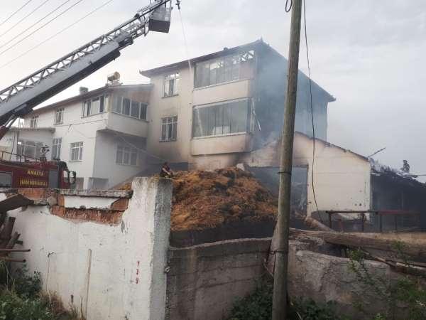 Suluova'da korkutan samanlık yangını