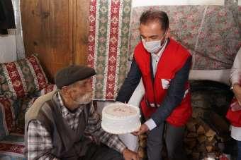 29 yıldır şehit oğlunu mezarını bırakmayan ve köyde tek kalan babaya 'Babalar Gü