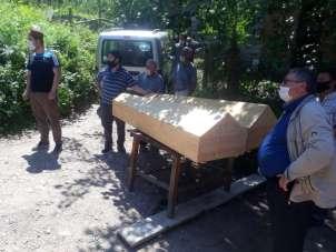 Kazada hayatını kaybeden iki kardeş yan yana toprağa verildi