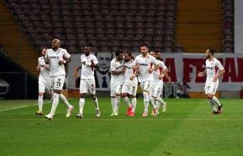 Süper Lig: Galatasaray: 2 - Gaziantep FK: 1 (İlk yarı)