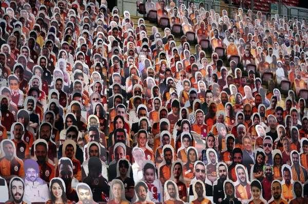 Türk Telekom Stadyumu'nda karton taraftarlar yerlerini aldı