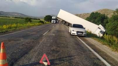 Yağmur nedeniyle kayganlaşan yolda kaza