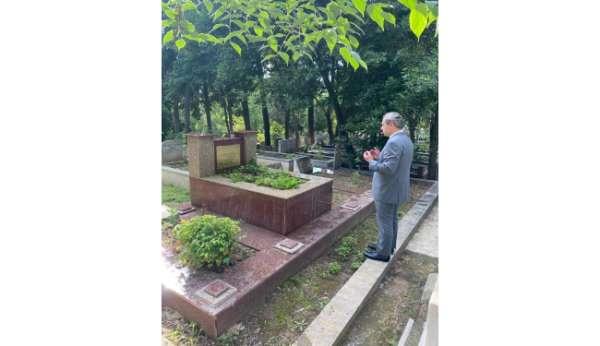 Burak Elmas, Ali Sami Yenin mezarını ziyaret etti