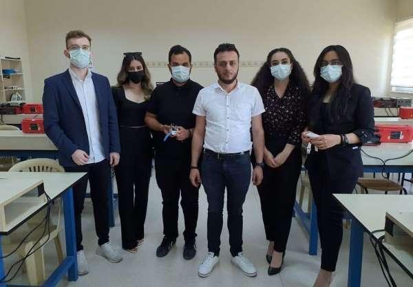 Erzincanda üniversite öğrencileri Covid-19 hastaları için akıllı bileklik üretti