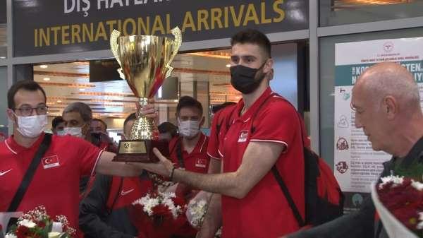 Filenin Efeleri, şampiyonluk kupasıyla İstanbula döndü