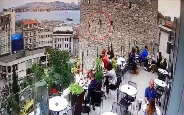 Galata Kulesindeki intihar teşebbüsü kamerada