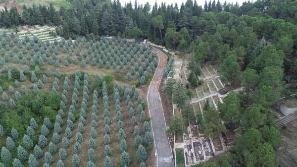 Başiskele'de mezarlıklar ve şehitlikler bayrama hazırlanıyor