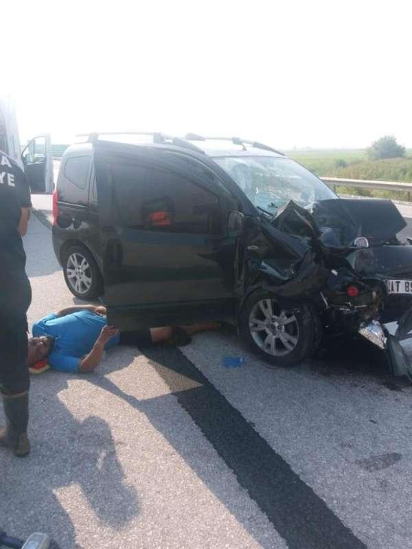 Ceyhan'da trafik kazası: 1 ölü, 2 ağır yaralı