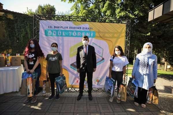 Şehitkamil'den öğrencilere YKS kitap seti desteği