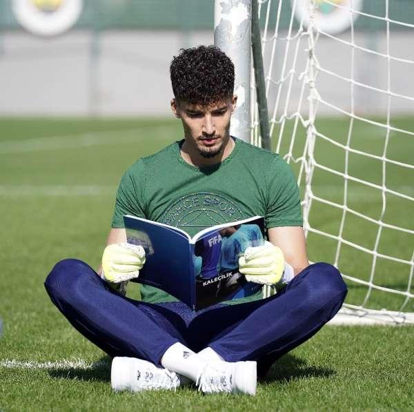 Altay Bayındır: 'Kafamda kurduğum tek şey Fenerbahçe'nin başarısı'
