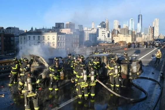 Brooklyn Köprüsü'nde Kaza: 1 ölü, 5 yaralı