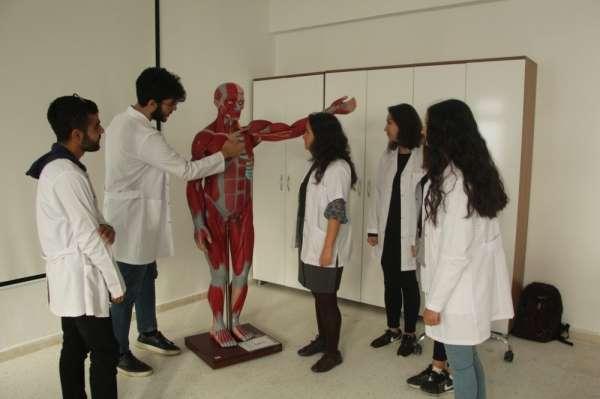 Hemşirelik Bölümü öğrencileri 'Anatomi Laboratuvarı'nda geleceğe hazırlanıyor