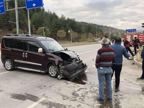 Amasya'da hafif ticari iki araç kaza yaptı: 2 yaralı