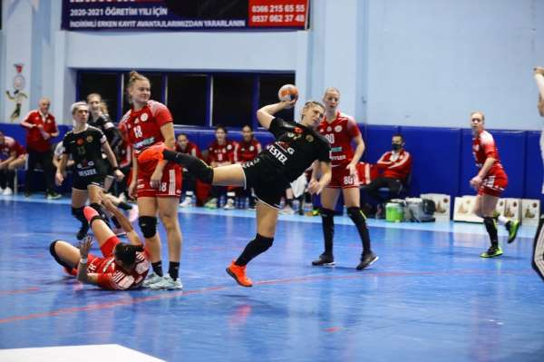 Hentbol Kadınlar EHF Avrupa Ligi: Kastamonu Belediyespor: 31 - DVSC Schaeffler: