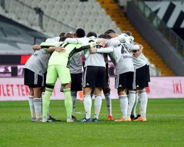 Süper Lig: Beşiktaş: 2 - Medipol Başakşehir: 0 (İlk yarı)