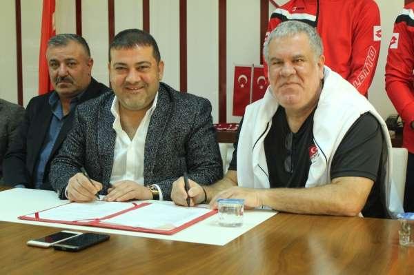 Elazığspor'da Levent Eriş imzayı attı
