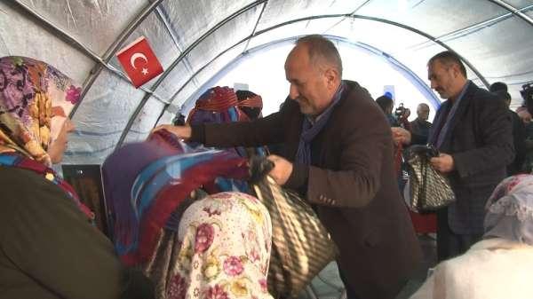 HDP önünde evlat nöbeti tutan ailelere bir destek de Trabzon'dan