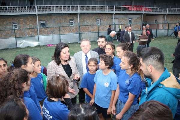 Jülide İskenderoğlu'ndan kadın futbol takımına ziyaret