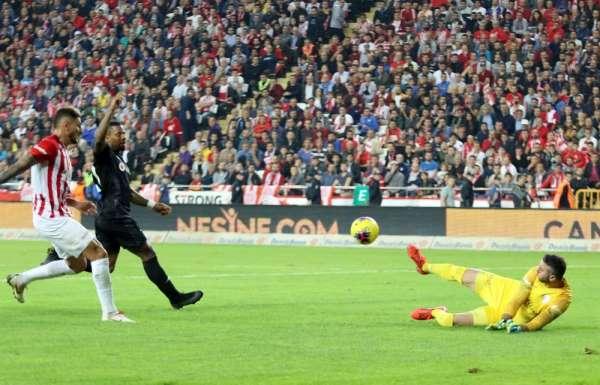 Süper Lig: Antalyaspor: 0 - Beşiktaş: 2 (İlk yarı)