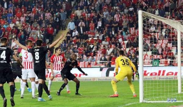 Süper Lig: Antalyaspor: 0 - Beşiktaş: 2 (Maç devam ediyor)