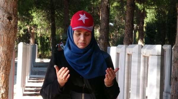 Suriyeli ve Iraklı Araplar, Çanakkale şehitliğinde atalarını ziyaret etti