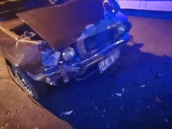 Servisle otomobilin çarpıştığı kazada iki kişi yaralandı