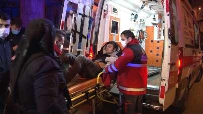 Bayrampaşa'da yabancı uyruklu iki grup arasında bıçaklı kavga: 2'si ağır 7 yaralı
