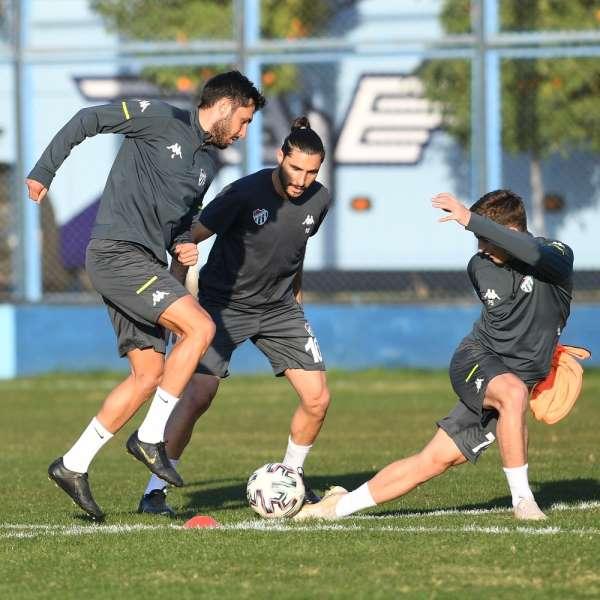 Bursaspor, Adana Demirspor maçı hazırlıklarını Adana'da tamamladı