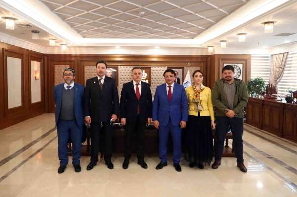 Kazakistanlı siyasetçi ve iş adamları Bağcılar Belediyesini ziyaret etti