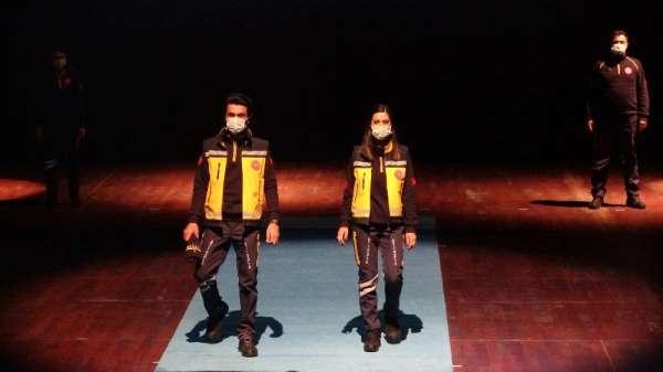 Acil sağlık çalışanlarının yeni kıyafetleri tanıtıldı