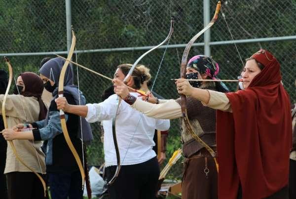 Adanada okçuluk sporu kadınlardan soruluyor