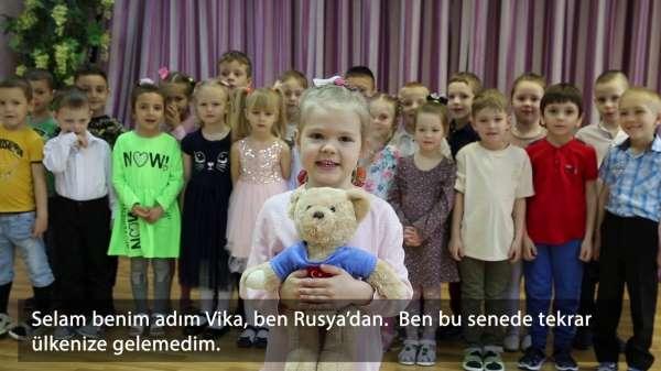 5 yaşındaki Rus Victoriadan 23 Nisan şarkısı