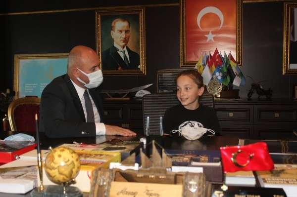 Tekkeköyde başkanlık koltuğuna Mihrap Aktaş oturdu