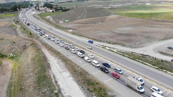 Ankara-Samsun karayolunda araçlar tek tek durduruldu