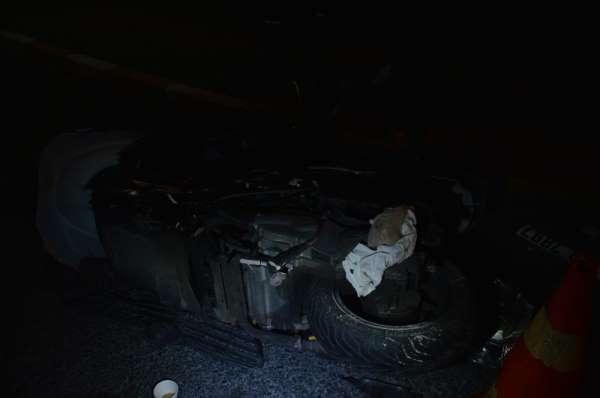 (Özel) Otomobilin kovaladığı motosikletli kaza yaptı, ardından havaya ateş edere