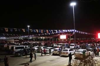 Adana Demirsporlu taraftarlar açık havada ve araçlarında maç keyfi yaşıyor