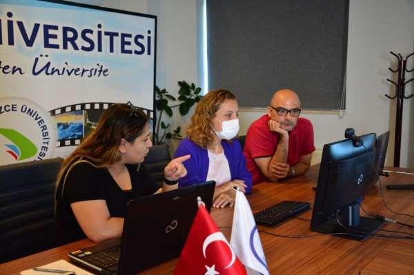Düzce Üniversitesi Sanal Fuarda yabancı uyruklu öğrencileri bilgilendirdi