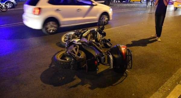 İzmir'de trafik kazası: 1'i polis 2 yaralı