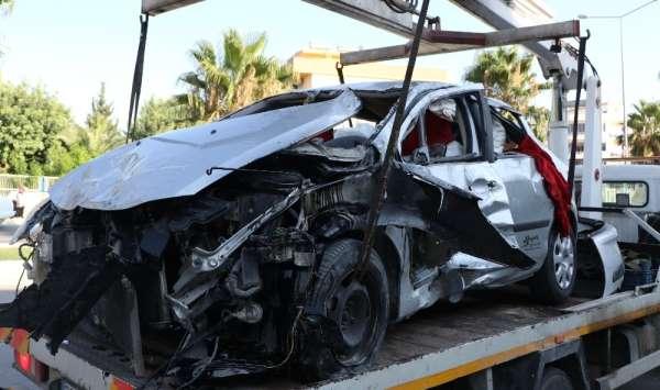 Mersin'de özel harekat polisleri kaza yaptı: 4 yaralı