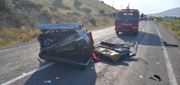 Otomobilin ikiye bölündüğü kazada bir kişi hayatın kaybetti