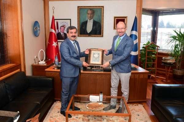 Sivas Bilim ve Teknoloji Üniversitesi Rektörü Prof. Dr. Kul'dan Rektör Erdal'a h