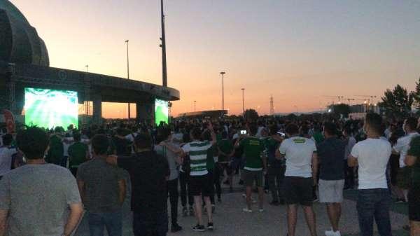Taraftarlar Bursaspor maçını dev ekrandan izledi