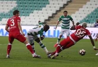 TFF 1. Lig Play-Off Yarı Final: Bursaspor: 0 - Adana Demirspor: 0 (İlk yarı sonu