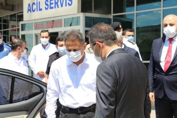 Trafik kazası geçiren Vali Karaömeroğlu: 'Arkada otursanız bile kemer takın'