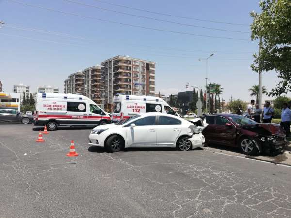 Şanlıurfada 3 aracın karıştığı kazada 6 kişi yaralandı